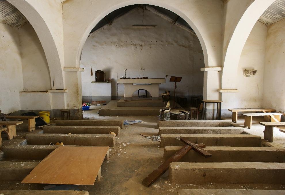 16.MALI, Diabaly, 22 stycznia 2013: Wnętrze kościoła zdewastowane przez islamską bojówkę. EPA/NIC BOTHMA Dostawca: PAP/EPA.