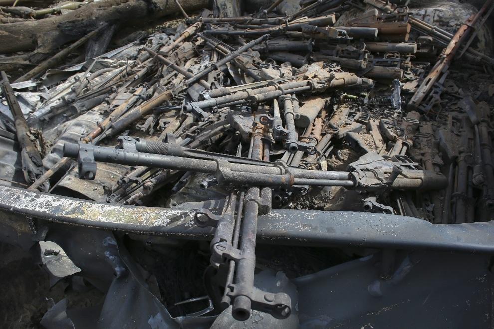 17.MALI, Diabaly, 22 stycznia 2013: Broń zniszczona w trakcie walk w obozie islamistów. EPA/NIC BOTHMA Dostawca: PAP/EPA.