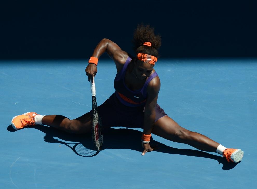 23.AUSTRALIA, Melbourne, 23 stycznia 2013: Serena Williams zdobywa punkt w meczu przeciw  Sloane Stephens. AFP PHOTO / MANAN VATSYAYANA