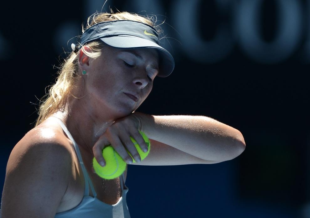 26.AUSTRALIA, Melbourne, 24 stycznia 2013: Maria Sharapova po zdobytym punkcie w meczu przeciw Li Na. AFP PHOTO / MANAN VATSYAYANA