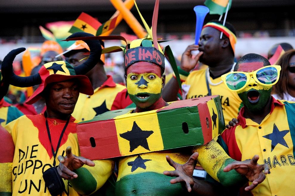 29.RPA, Port Elizabeth, 24 stycznia 2013: Kibice Ghany podczas meczu Pucharu Afryki. AFP PHOTO / STEPHANE DE SAKUTIN