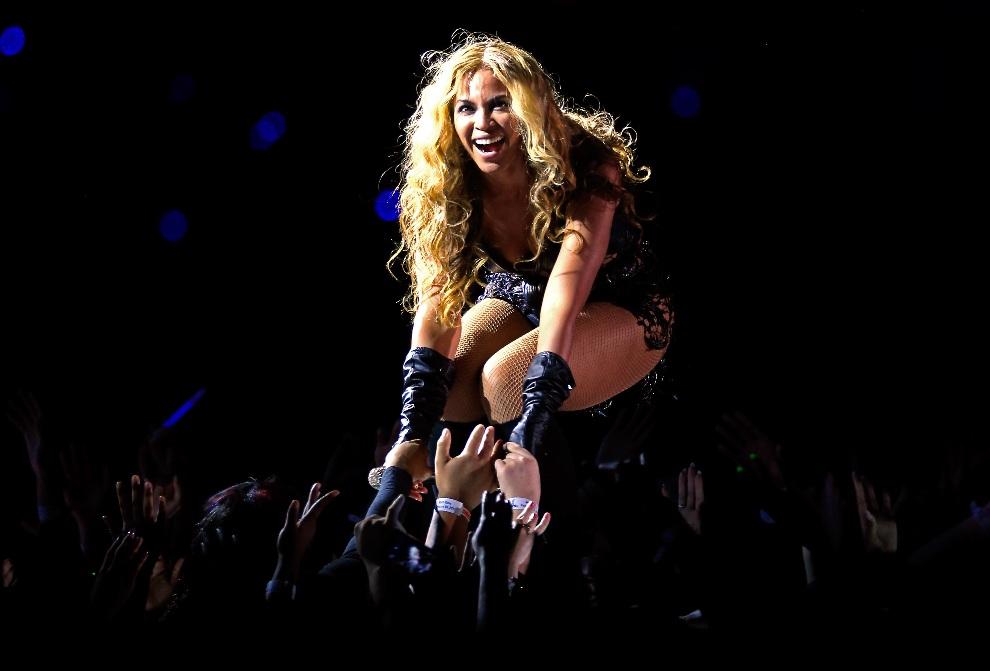 14.USA, Nowy Orlean, 3 lutego 2013: Występ Beyonce w przerwie meczu. (Foto: Jamie Squire/Getty Images)