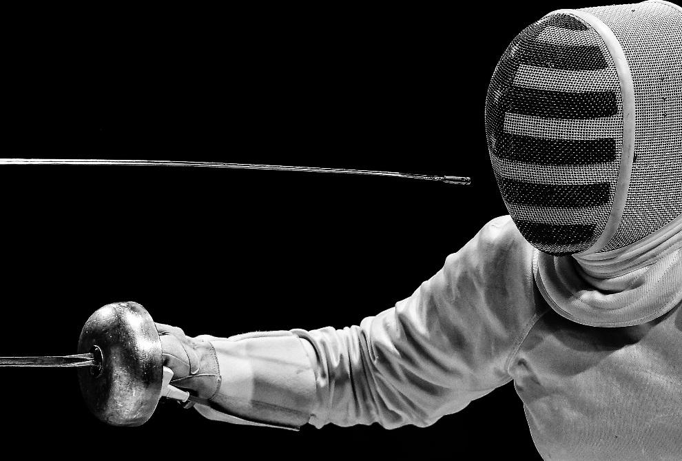 """14.WIELKA BRYTANIA, Londyn, 15 lutego 2012: Drugie miejsce w kategorii """"Sports Action Stories"""". Pojedynek olimpijski między Wiolettą Kolobową z Rosji (nie   widoczna na zdjęciu) i Amerykanką Courtney Hurley. EPA/Sergei Ilnitsky Dostawca: PAP/EPA."""