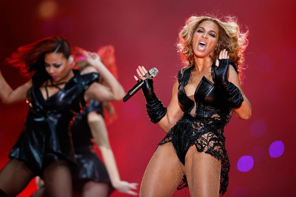 15.USA, Nowy Orlean, 3 lutego 20133: Beyonce na scenie podczas swojego występu. (Foto: Chris Graythen/Getty Images)