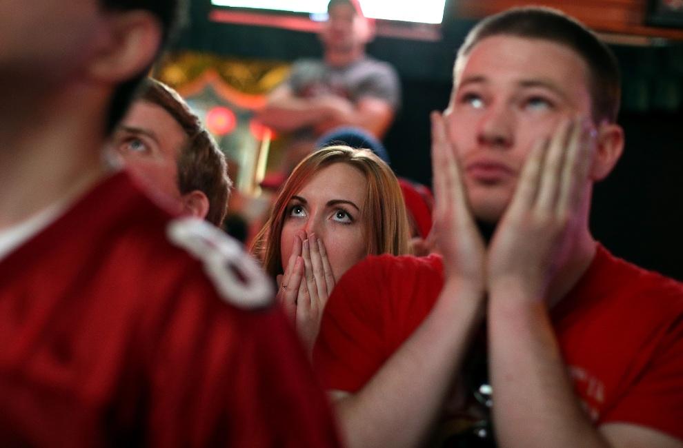 17.USA, San Francisco, 3 lutego 2013: Kibice San Francisco 49ers w jednym z barów w San Francisco. (Foto: Justin Sullivan/Getty Images)