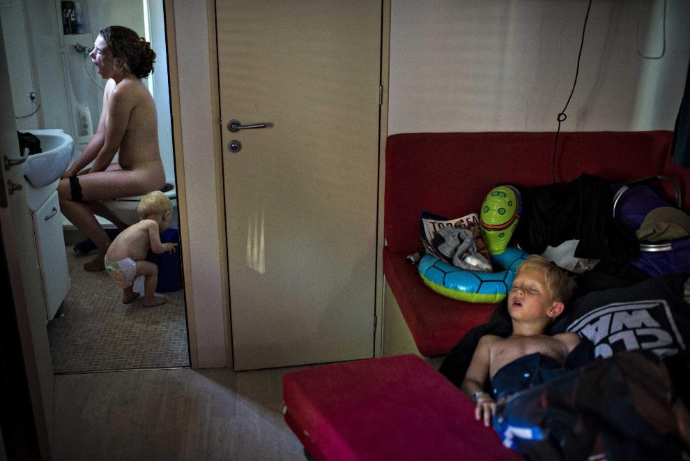 """17.WŁOCHY. Jeselo, 8 lipca 2012: Drugie miejsce w kategorii """"Daily Life Single"""" - Soren Bidstrup. Zdjęcie przedstawia rodzinę na wakacjach. EPA/Soeren Bidstrup"""