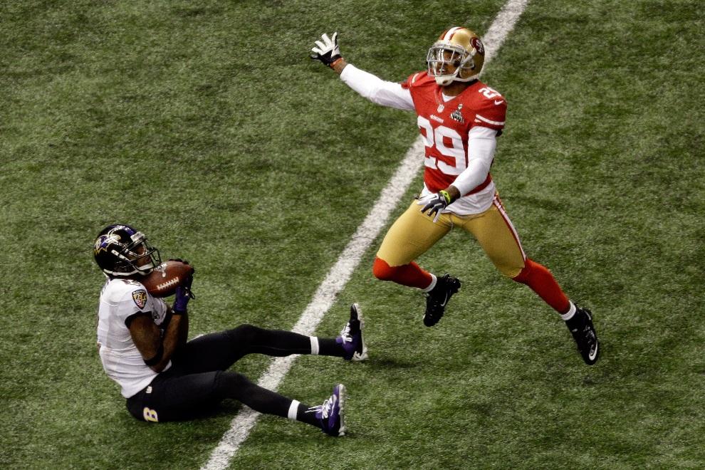 19.USA, Nowy Orlean, 3 lutego 2013: Jacoby Jones (#12) chwyta piłkę zdobywając punkty przez przyłożenie. (Foto: Rob Carr/Getty Images)