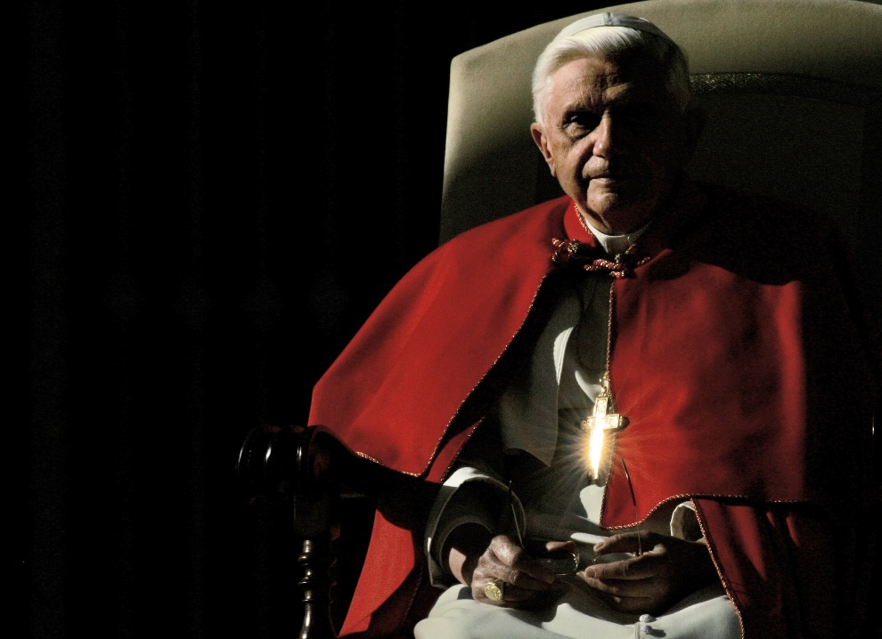 1.WATYKAN, 7 grudnia 2005: Benedykt  XVI podczas audiencji generalnej. AFP
