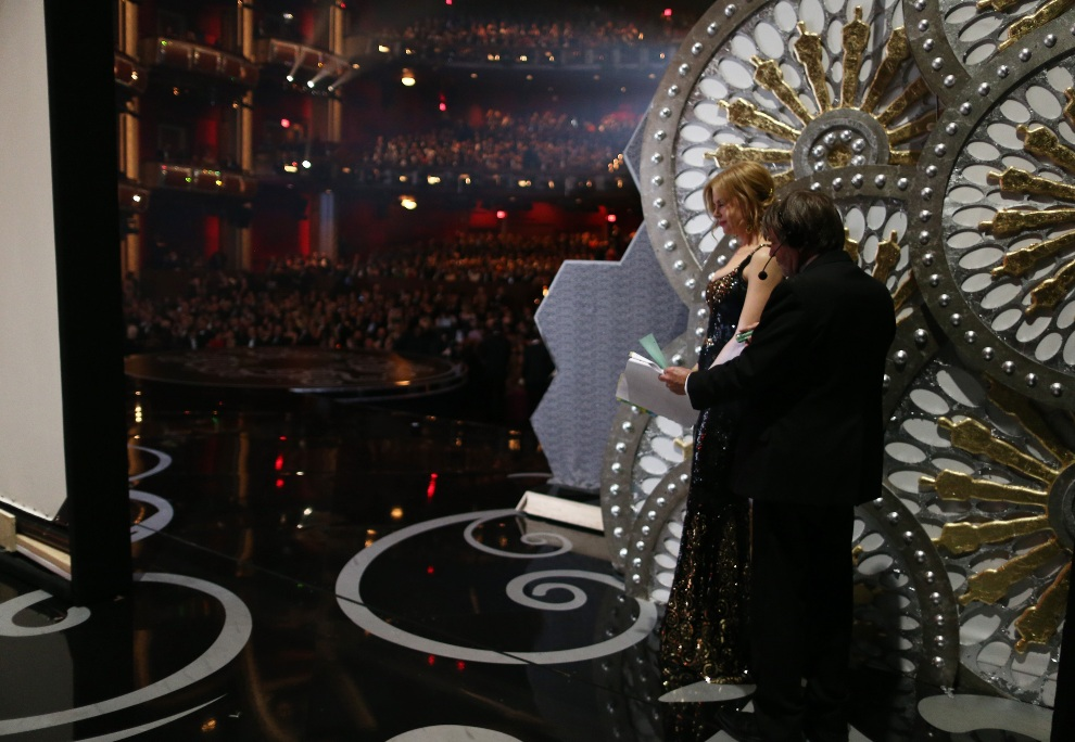 20.USA, Hollywood, 24 lutego 2013: Nicole Kidman przygotowuje się do wejścia na scenę. (Foto: Christopher Polk/Getty Images)