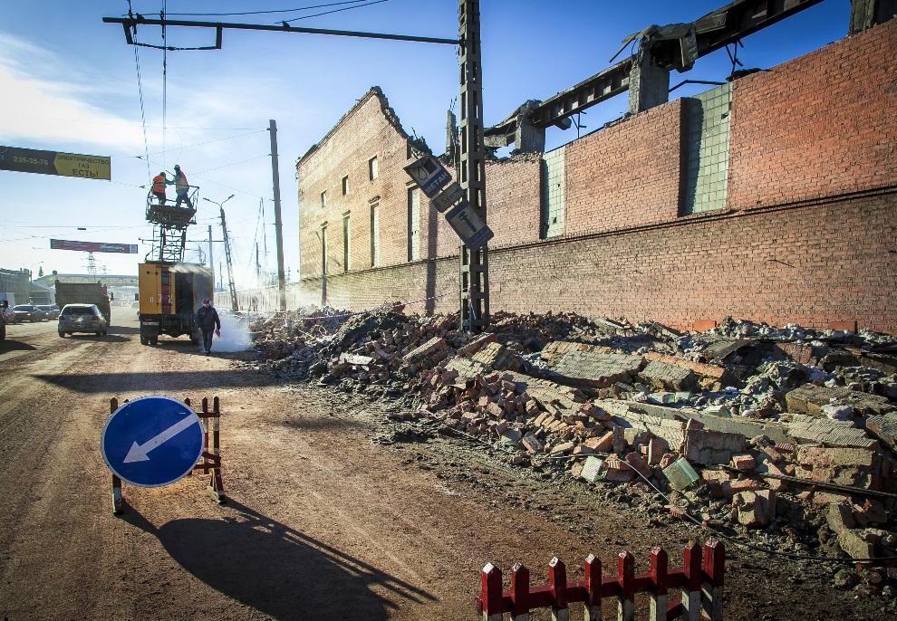 23.ROSJA, Czelabińsk, 15 lutego 2013: Fragment miasta uszkodzony przez spadające meteoryty. AFP PHOTO / 74.RU/ OLEG KARGOPOLOV