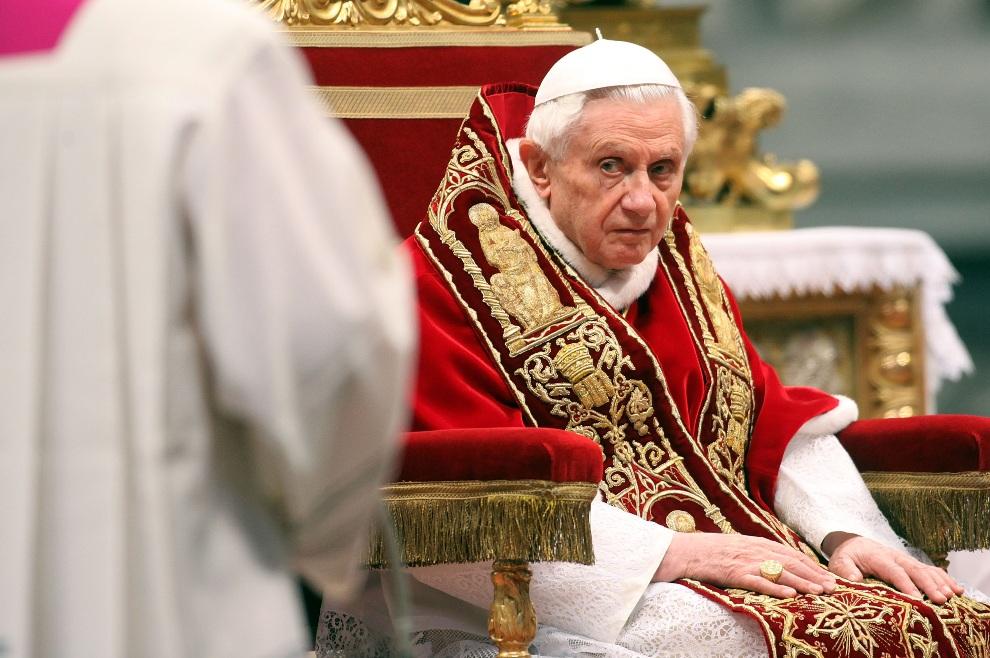 23.WATYKAN, 18 lutego 2012: Benedykt  XVI podczas czwartego konsystorza w Bazylice Św. Piotra. (Foto: Franco Origlia/Getty Images)