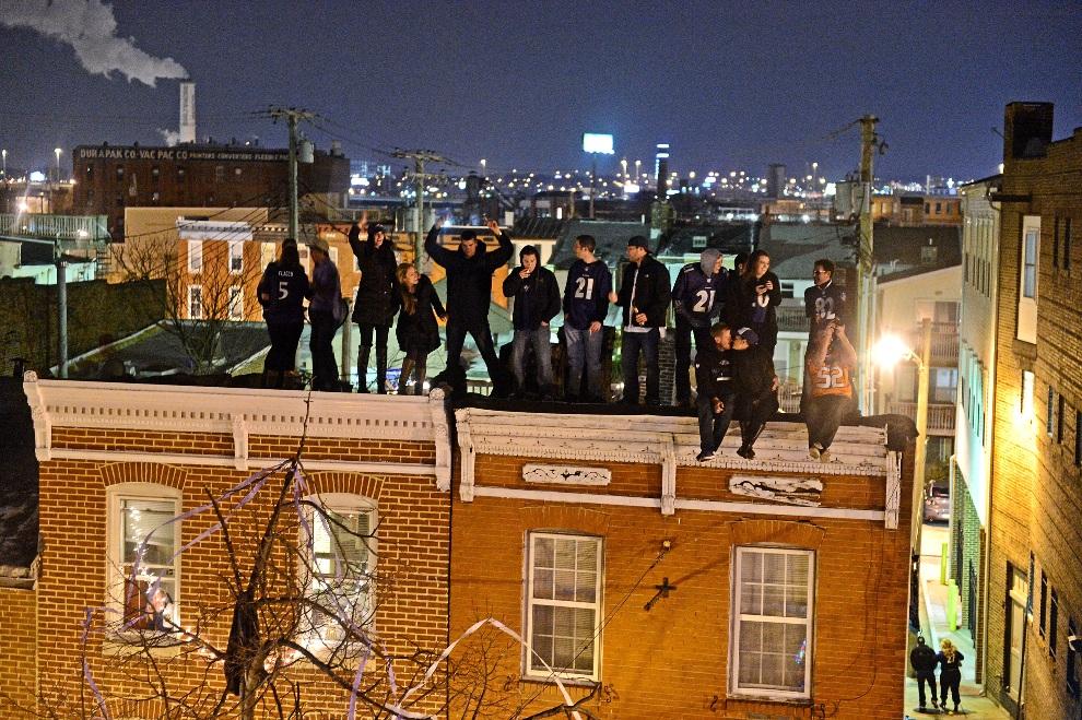 23.USA, Baltimore, 3 lutego 2013: Kibice Baltimore Ravens świętują zwycięstwo swojej drużyny. (Foto: Patrick Smith/Getty Images)