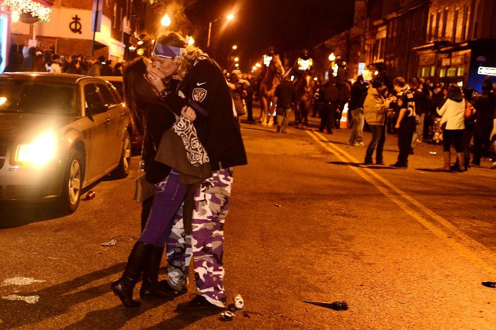 25.USA, Baltimore, 3 lutego 2013: Kibice Baltimore Ravens cieszą się z wygranej swojego zespołu. (Foto: Patrick Smith/Getty Images)