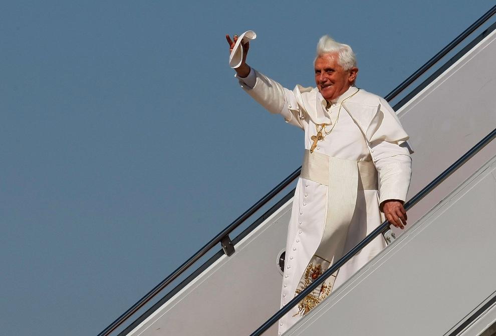 26.USA, Camp Springs, 15 kwietnia 2008: Benedykt  XVI po wylądowaniu w bazie Andrews. (Foto: Mark Wilson/Getty Images)