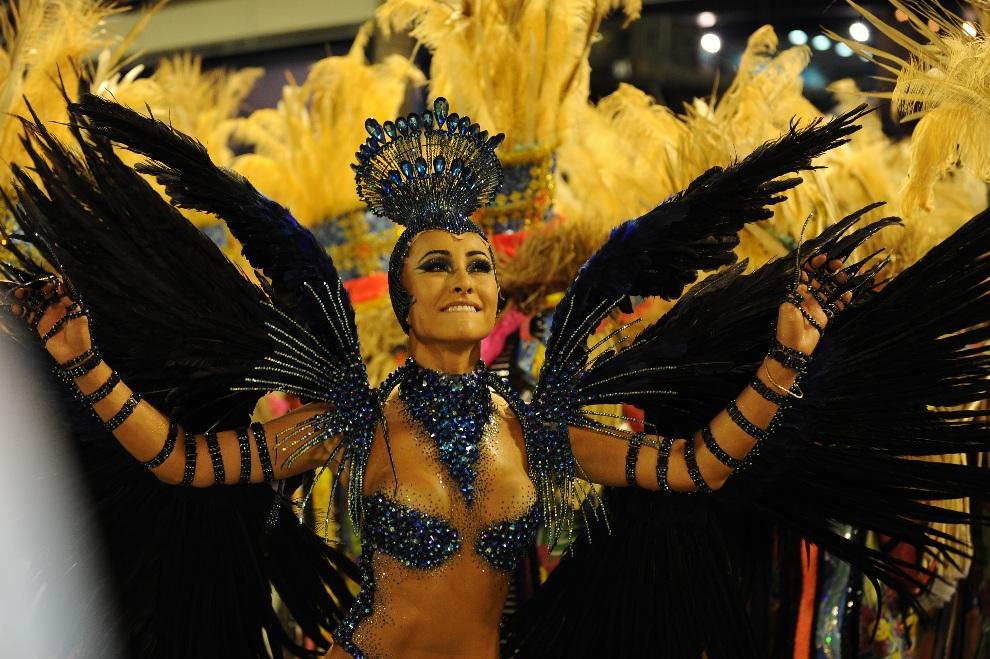 27.BRAZYLIA, Rio de Janeiro, 12 lutego 2013: Sabrina Sato, królowa szkoły Vila Isabel. AFP PHOTO / VANDERLEI ALMEIDA