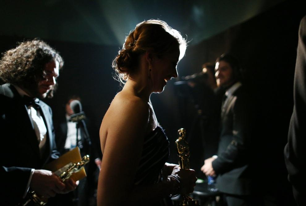 27.USA, Hollywood, 24 lutego 2013: Sean Fine i Andrea Nix Fine schodzą ze sceny po odebraniu nagrody. (Foto: Christopher Polk/Getty Images)