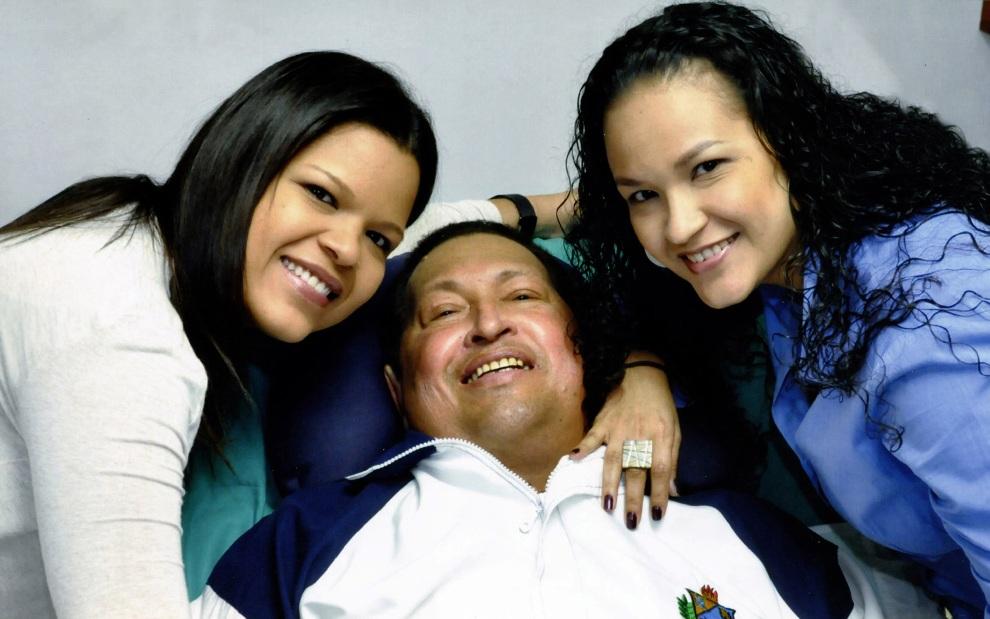 29.KUBA, Hawana, 15 lutego 2013: Hugo Chavez w towarzystwie córek podczas pobytu w szpitalu w Hawanie. AFP PHOTO/PRESIDENCIA/H0