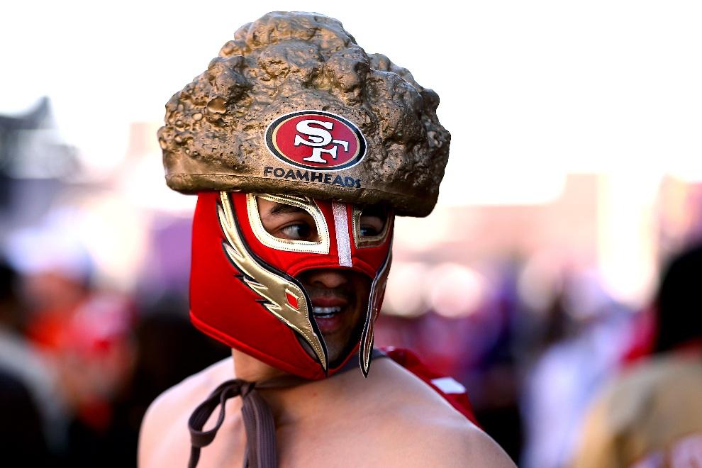 2.USA, Nowy Orlean, 3 lutego 2013: Kibic San Francisco 49ers przed rozpoczęciem meczu finałowego. (Foto: Al Bello/Getty Images)