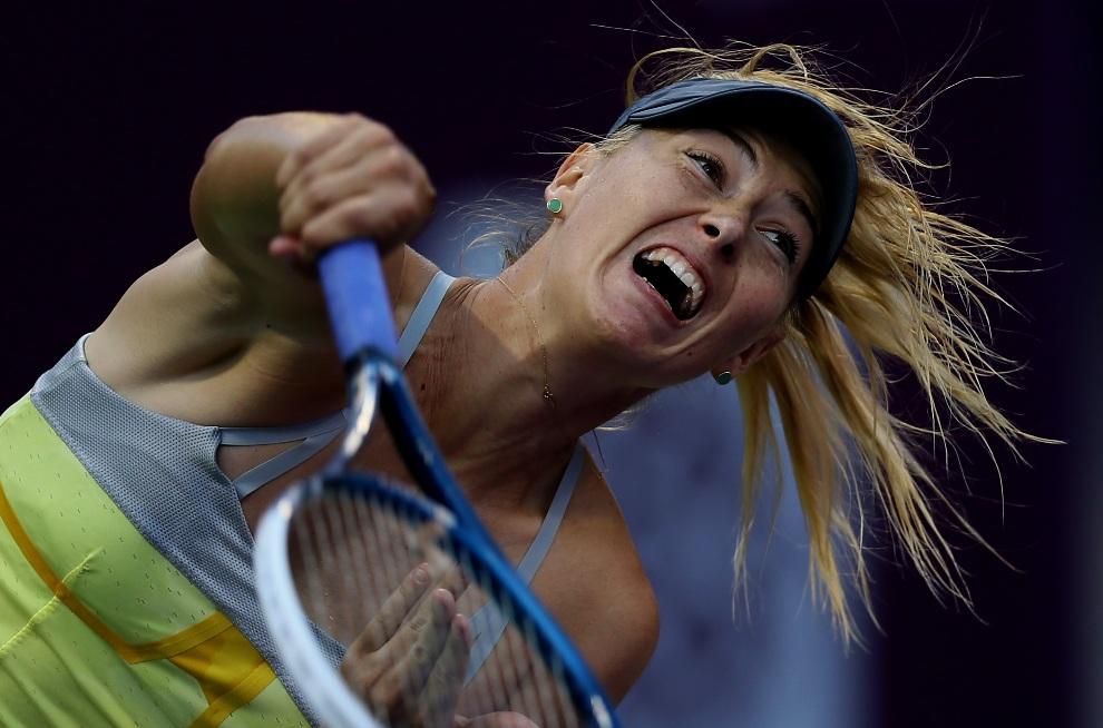 30.KATAR, Doha, 15 lutego 2013: Maria Szarapowa w trakcie meczu z Samantą Stosur. AFP PHOTO / AL-WATAN DOHA / KARIM JAAFAR