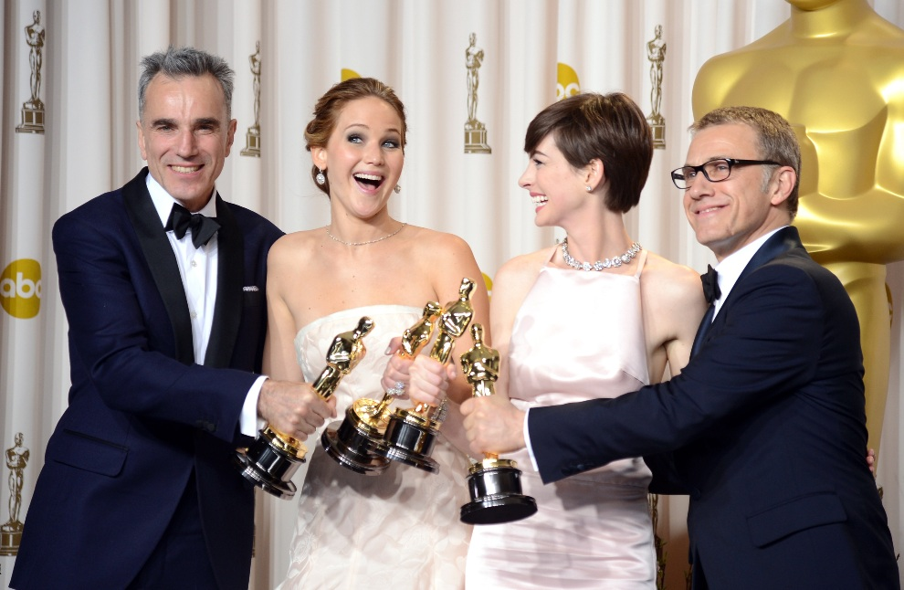 32.USA, Hollywood, 24 lutego 2013: Stoją od lewej: Daniel Day-Lewis, Jennifer Lawrence, Anne Hathaway i Christoph Waltz. (Foto: Jason Merritt/Getty Images)