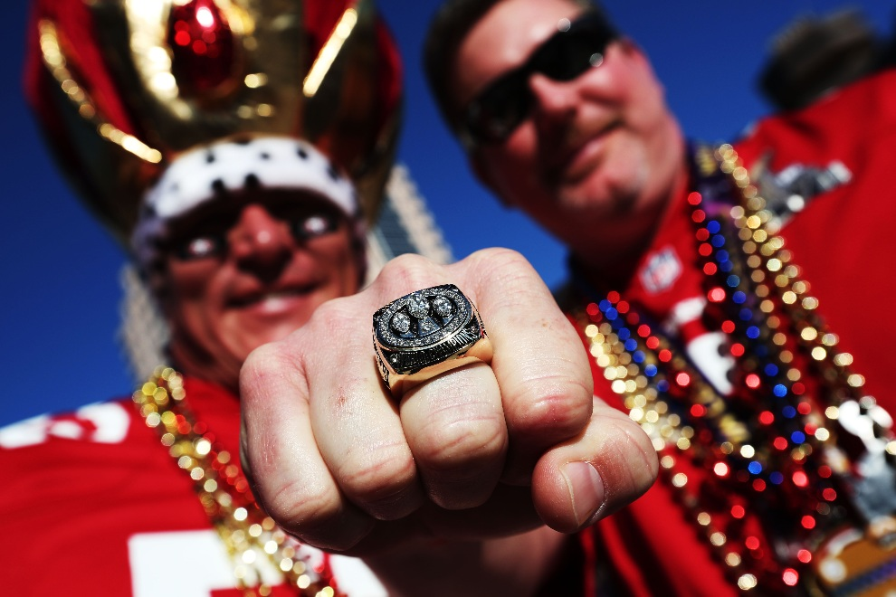 3.USA, Nowy Orlean, 3 lutego 2013: Shane Knight (po lewej) i Jimmy Bowers (po prawej), kibice San Francisco 49ers. (Foto: Win McNamee/Getty Images)