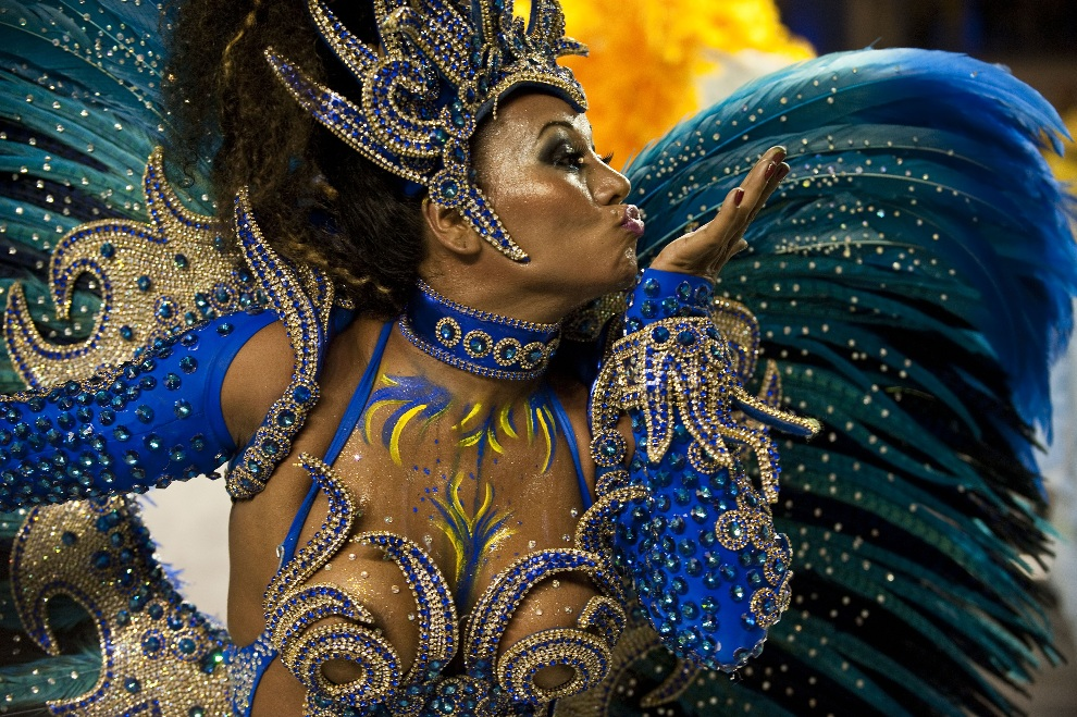 5.BRAZYLIA, Sao Paulo, 8 lutego 2013: Tancerka ze szkoły Academicos do Tatuape. AFP PHOTO / Nelson ALMEIDA
