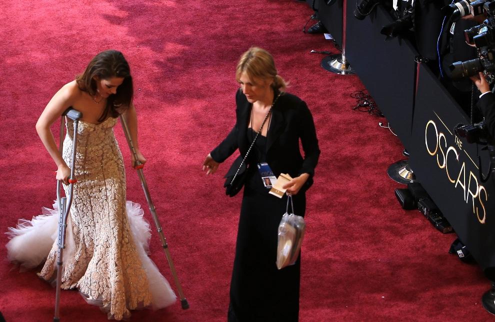 5.USA, Hollywood, 24 lutego 2013: Kristen Stewart podczas przejścia po czerwonym dywanie. (Foto: Gerard McGovern/Getty Images)