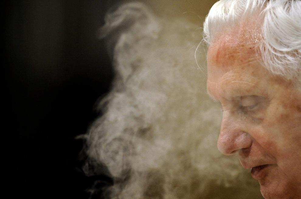6.WŁOCHY, Rzym, 3 czerwca 2010: Benedykt  XVI w trakcie celebrowania mszy.  Filippo MONTEFORTE