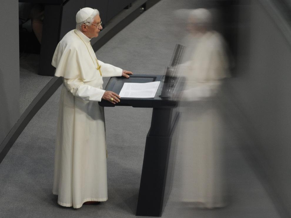 7.NIEMCY, Berlin, 22 września 2011: Benedykt  XVI w trakcie wizyty Reichstagu. AFP PHOTO / ODD ANDERSEN