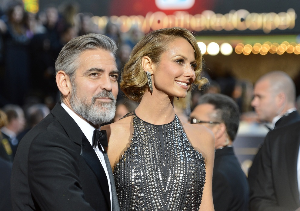 8.USA, Hollywood, 24 lutego 2013: George Clooney i Stacy Keibler przed Hollywood & Highland Center. (Foto: Frazer Harrison/Getty Images)