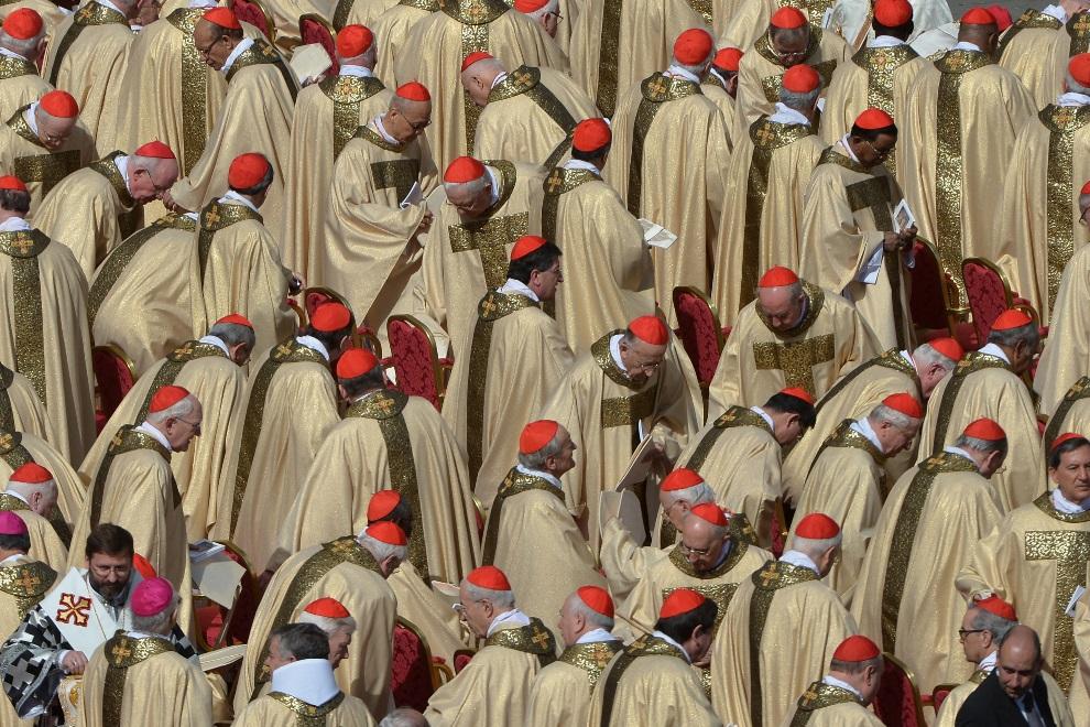 10.WATYKAN, 19 marca 2013: Kardynałowie uczestniczący w mszy rozpoczynającej pontyfikat Franciszka. AFP PHOTO / GABRIEL BOUYS