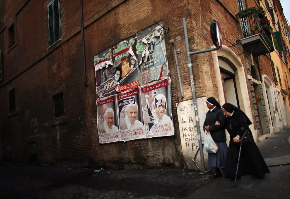 12.WŁOCHY, Rzym, 11 marca 2013: Zakonnice na ulicy w Rzymie. (Foto: Joe Raedle/Getty Images)