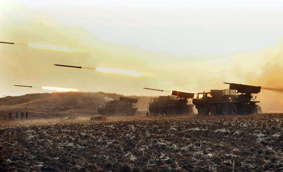 20.KOREA PÓŁNOCNA, 19 marca 2013: Manewry wojskowe w bliżej nie określonej lokalizacji. AFP PHOTO / KCNA via KNS