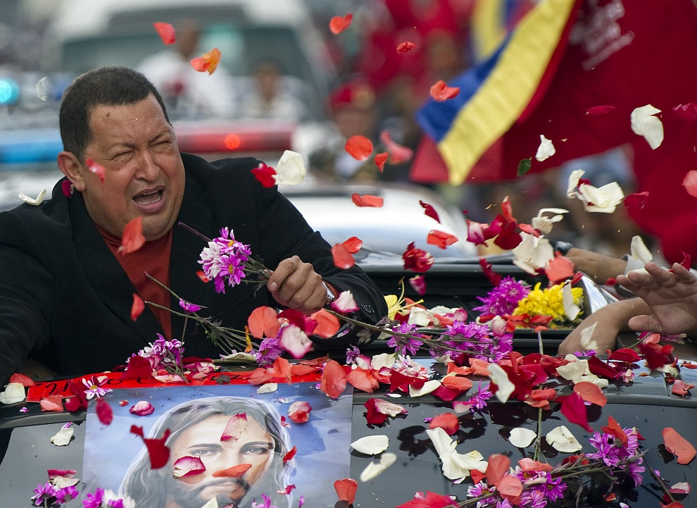21.WENEZUELA, Caracas, 24 lutego 2012: Hugo Chavez w drodze na lotnisko. AFP PHOTO/JUAN BARRETO
