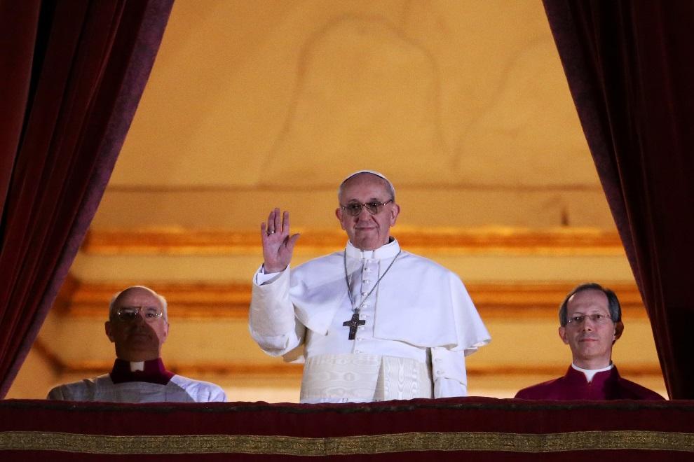 35.WATYKAN, 13 marca 2013: Argentyńczyk Jorge Mario Bergoglio, nowy papież, który przyjął imię Franciszek. (Foto: Peter Macdiarmid/Getty Images)