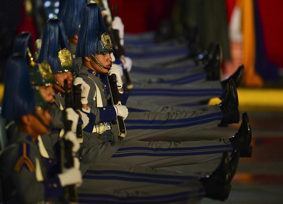 11.WENEZUELA, Caracas, 19 kwietnia 2013: Parada wojskowa z okazji zaprzysiężenia nowego prezydenta. AFP PHOTO/Luis Acosta