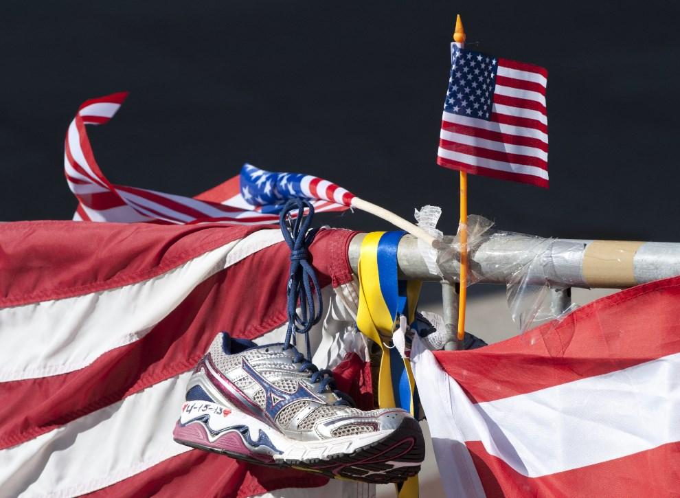 16.USA, Boston, 18 kwietnia 2013: Miejsce eksplozji ładunku na trasie maratonu. AFP PHOTO/Don Emmert