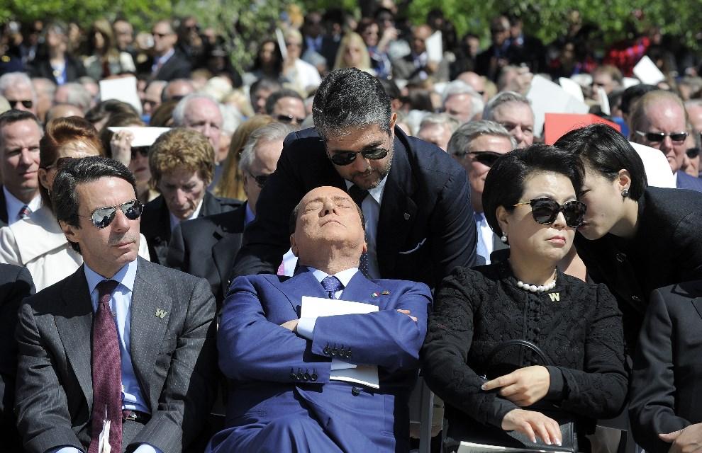 16.USA, Dallas, 25 kwietnia 2013: Silvio Berlusconi uczestniczy w uroczystość poświęconej George'owi W. Bushowi. AFP PHOTO/Jewel Samad