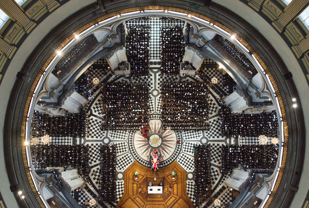 17.WIELKA BRYTANIA, Londyn, 17 kwietnia 2013: Trumna z ciałem  Margaret Thatcher wnoszona do katedry św. Pawła. AFP PHOTO / POOL / DOMINIC LIPINSKI