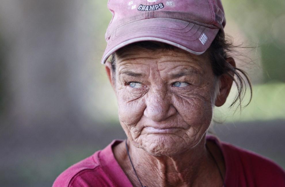 9.USA, Oklahoma City, 21 lipca 2011: Patricia Holman (54 lata) opowiada fotoreporterowi o swojej bezdomności. (Foto: Brett Deering/Getty Images)