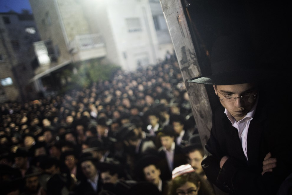 13.IZRAEL, Jerozolima, 16 maja 2013: Ortodoksyjni żydzi protestują przeciw planom wcielenia ich do armii. AFP PHOTO / MARCO LONGARI