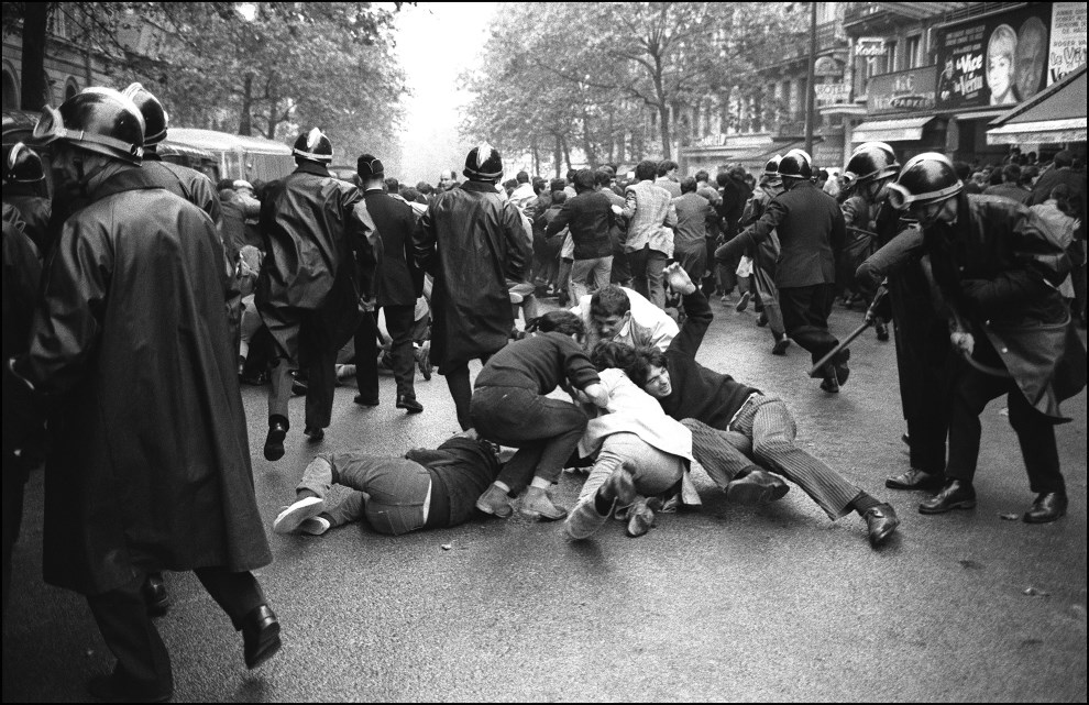 20.FRANCJA, Paryż, 16 maja 1968: Studenci protestujący na bulwarze Saint Michel. AFP