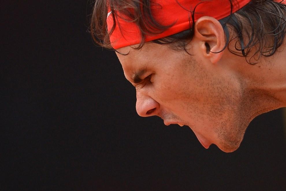 25.WŁOCHY, Rzym, 16 maja 2013: Rafael Nadal podczas meczu z Ernestsem Gulbisem. AFP PHOTO / GABRIEL BOUYS
