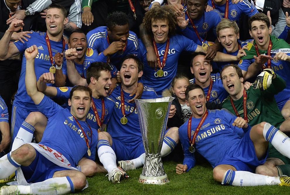 28.HOLANDIA, Amsterdam, 15 maja 2013: Gracze Chelsea cieszą się ze zwycięstwa w meczu finałowym Ligi Europejskiej. AFP PHOTO / ADRIAN DENNIS