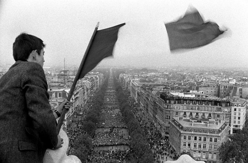 40. FRANCJA, Paryż, 30 maja 1968: Manifestacja zwolenników prezydenta de Gaulle'a.  AFP