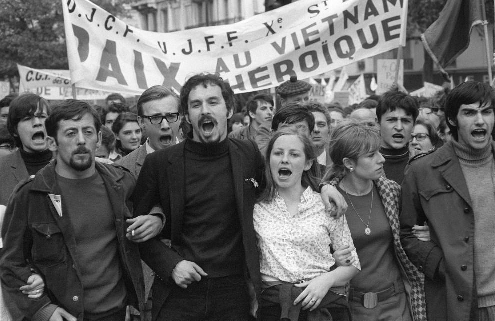 5.FRANCJA, Paryz, 1 maja 1968: Studenci demonstrujacy przeciw wojnie w Wietnamie. AFP