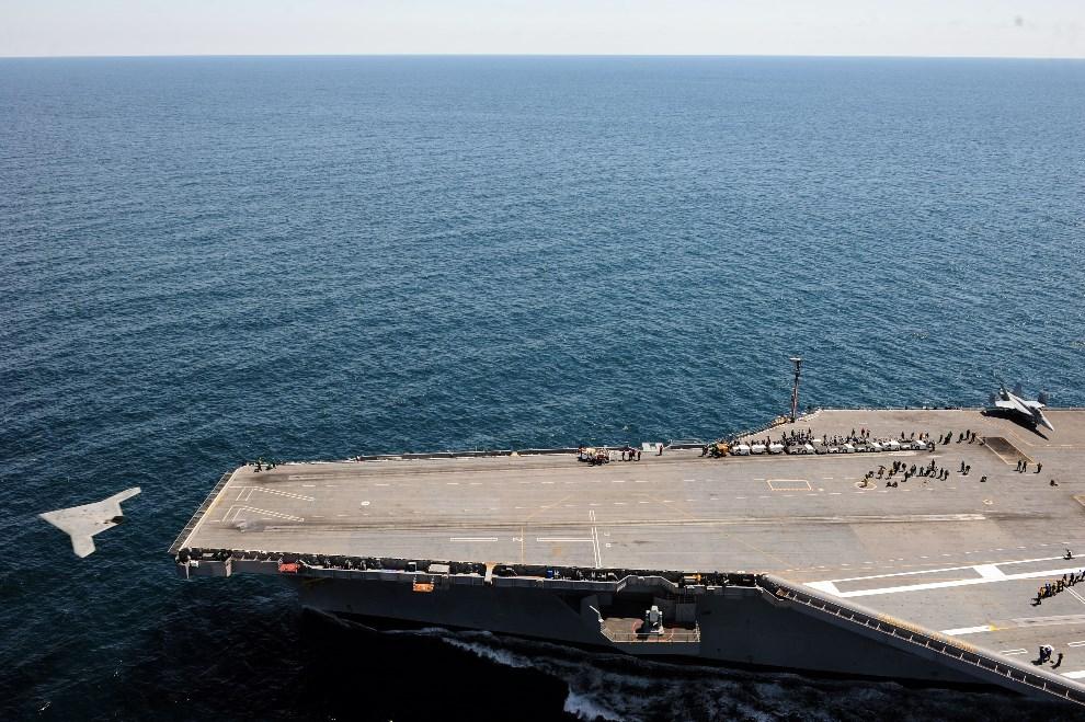 6.OCEAN ATLANTYCKI, 14 maja 2013: Start bezzałogowego  X-47B z pokładu lotniskowca USS George H.W. Bush (CVN 77). AFP PHOTO/Handout / US Navy /MC3 Brian Read   Castillo