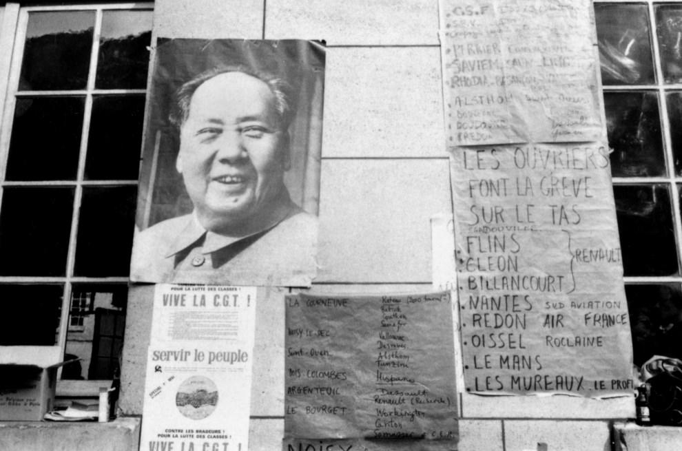 7.FRANCJA, Paryz, 18 maja 1968: Plakat z portretem przewodniczacego Mao na terenie Sorbony. AFP
