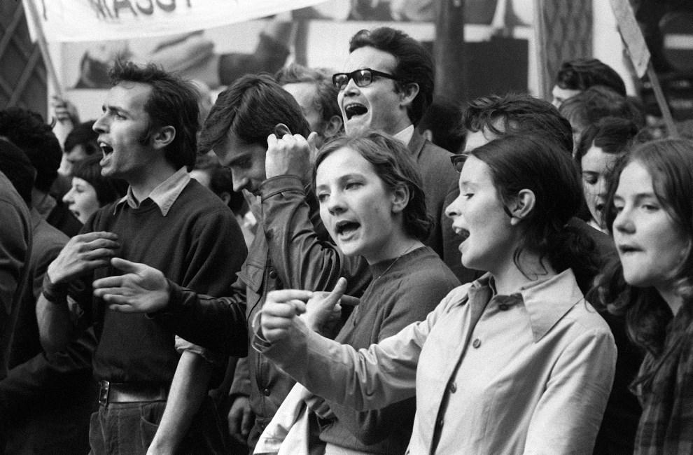 9.FRANCJA, Paryz, 29 maja 1968: Studenci strajkujacy ze zwiazkowcami z CGT. AFP