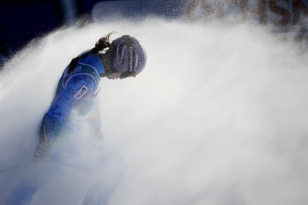 25.SZWAJCARIA, St Moritz, 15 grudnia 2013: Słowenka Tina Maze na linii mety po ukończonym przejeździe. AFP PHOTO / OLIVIER MORIN